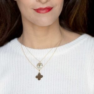 Aubry Cadoret Medaille Croix Arrondie Or Jaune 18 Carats Et Arbre De Vie Or Jaune Nacre